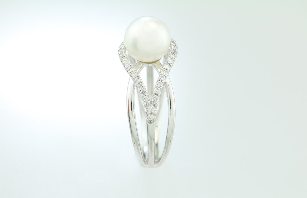 Pearl and Diamond 14kt White Gold Ring