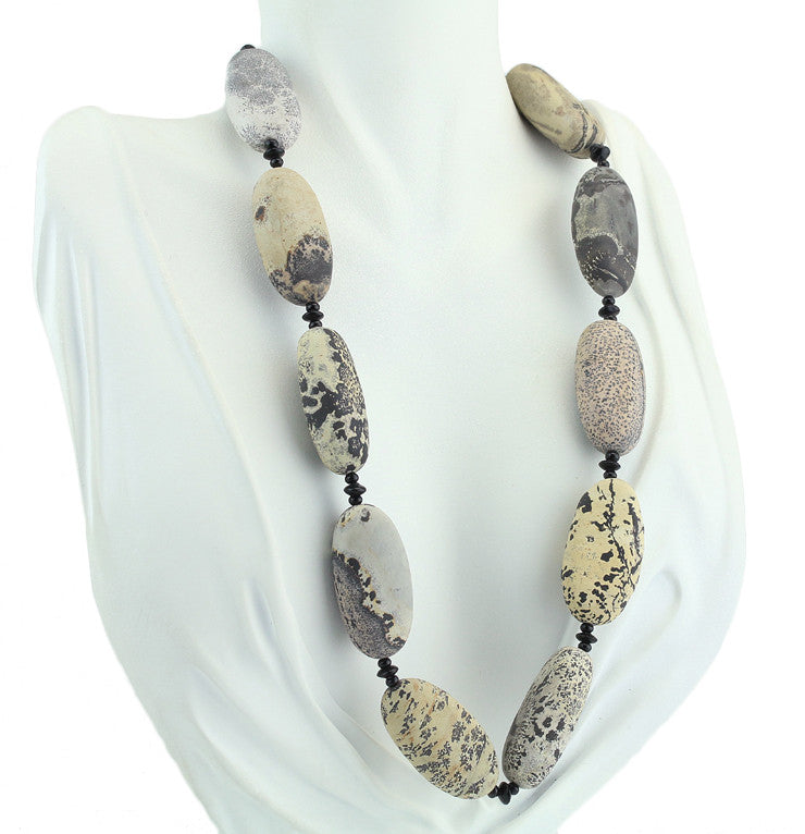 "19.5"" Porcelanite & Onyx Beaded Necklace"