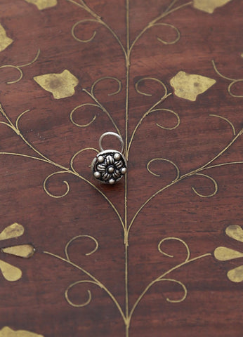 Flower Circle Silver Nose Pin