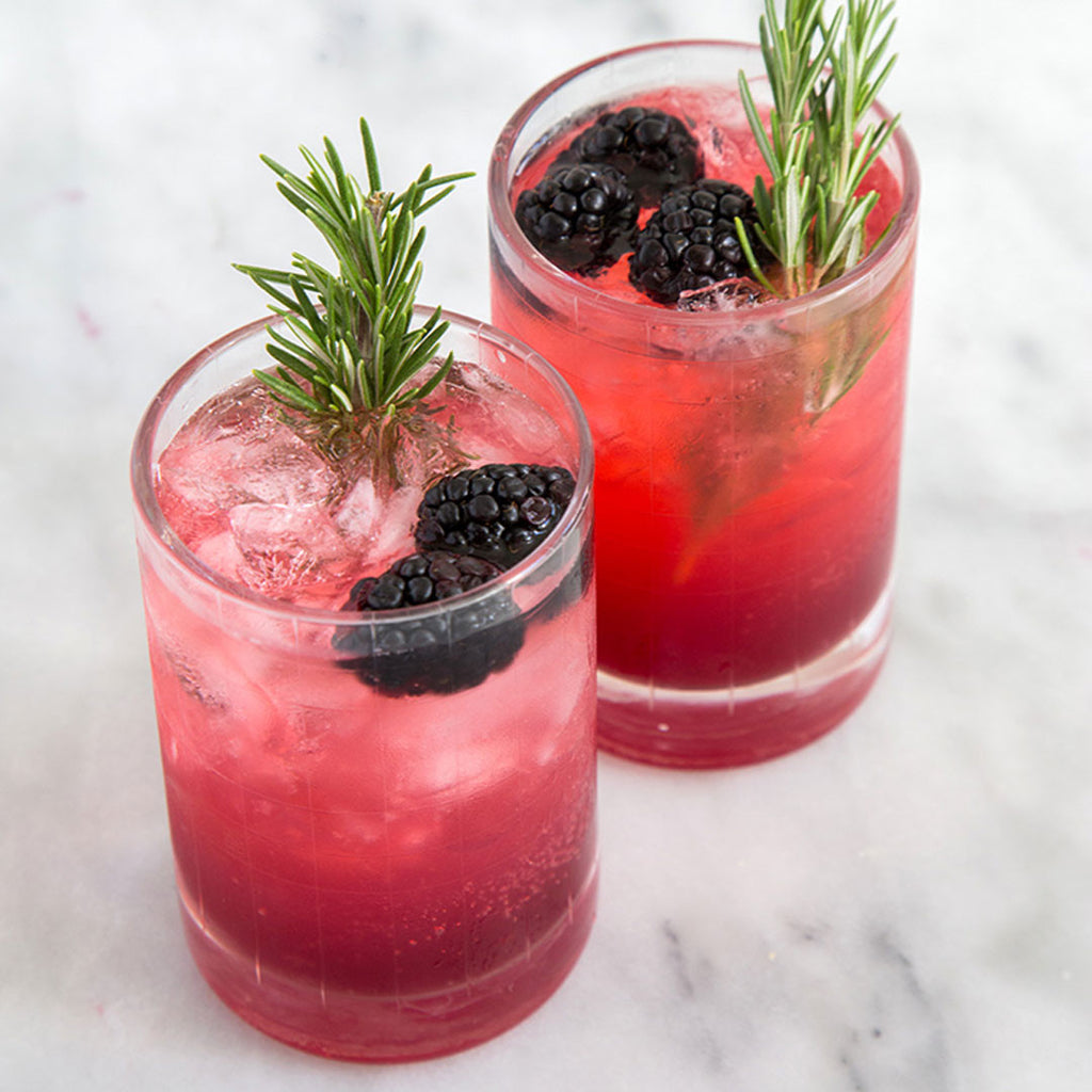 CHEERS // Drink up this Rosemary Blackberry Limonata Cocktail