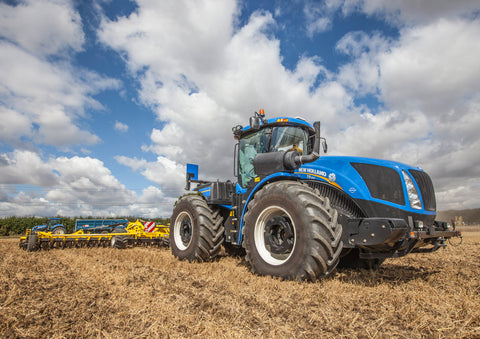 New Holland T9 Cultivating Poster print