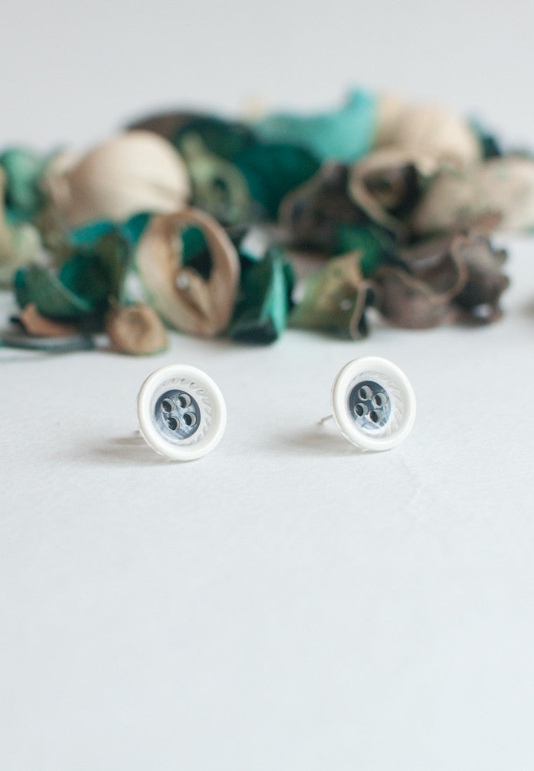 White Button Earrings - sanwaitsai