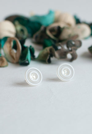 White Vintage Earrings - sanwaitsai