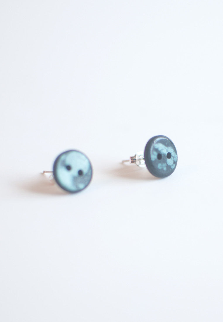 Vintage Button Earrings - sanwaitsai