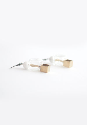 Howlite Square Glass Earrings - sanwaitsai