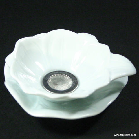 Porcelain tea strainer - Lotus