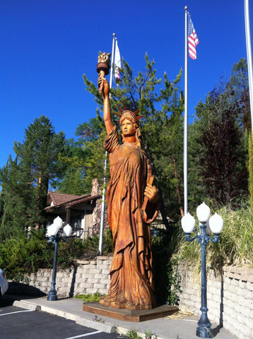 wood statue of liberty at oakhurst grill