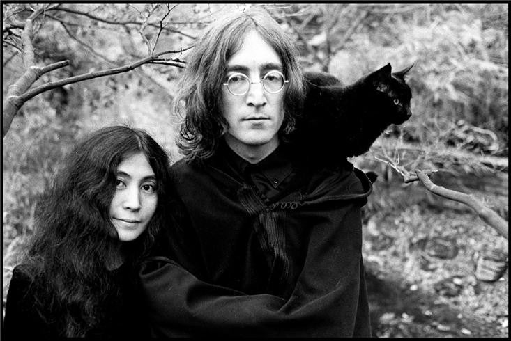 John Lennon & Yoko Ono with Cat, 1968 by Ethan Russell