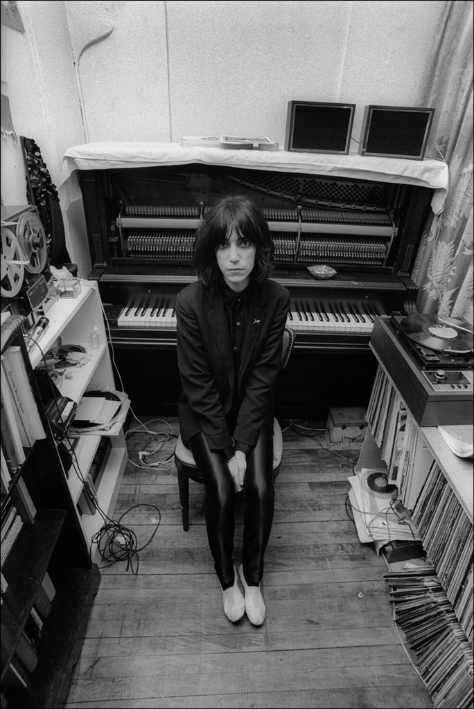 Patti Smith in her apartment NYC 1974 by Allan Tannenbaum