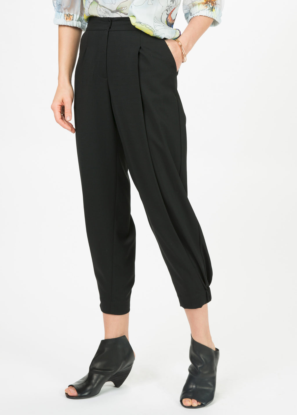 Single Pleat Jogger