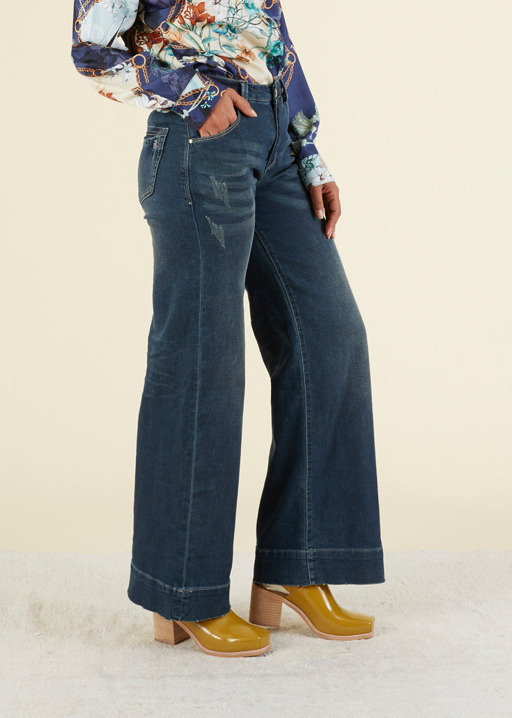 Distressed Wide Leg Jean