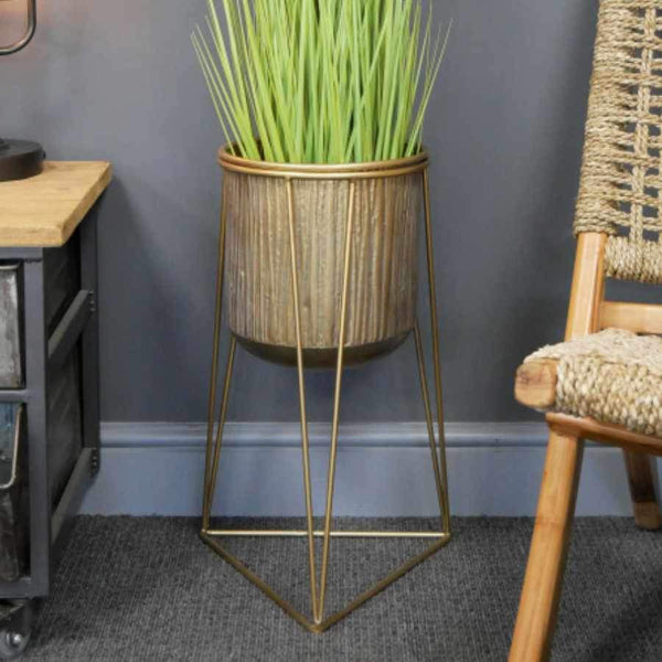 Footed Metal Triangula Base Planter