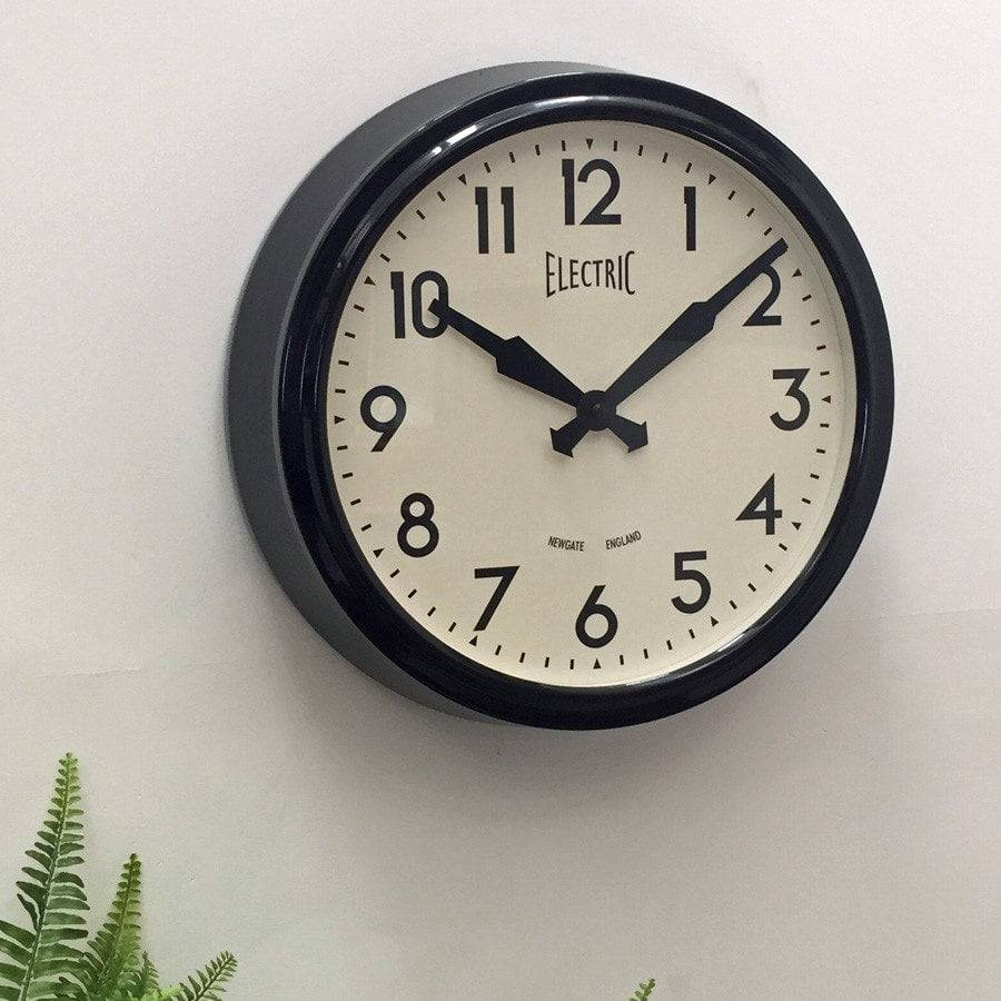Newgate 50 39 s electric black wall clock antique style for Electric moving wall pictures