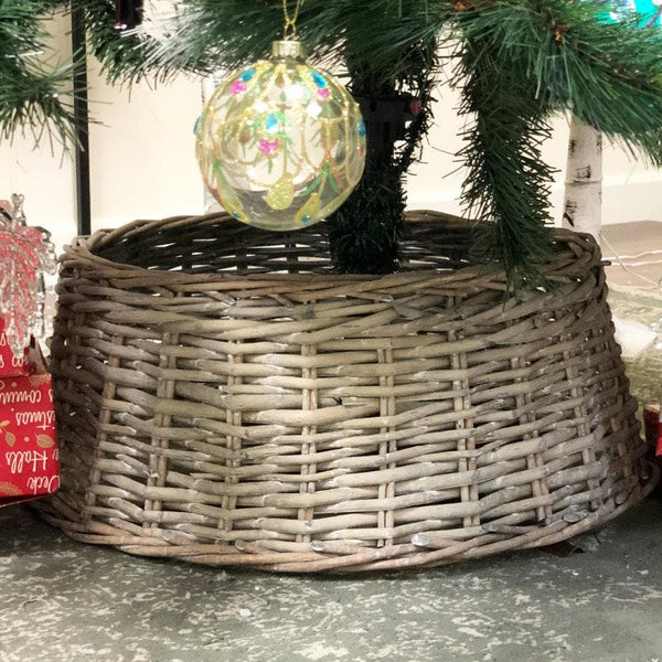Rustic Willow Christmas Tree Skirt at the Farthing 1