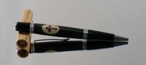 Blackwood with Holly and Bloodwood Cross Inlay twist pen - Fine Wood Pens
