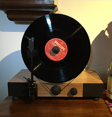 Floating Record Vertical Turntable – Vertical Record Player with Built-in Speakers | Customer Review Image Upload – Miguel Herrera