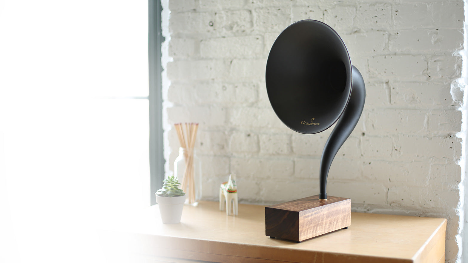 Bluetooth Gramophone 2.0 – Vintage Wireless Speaker, iPhone/Android Compatible | Header – Black Steel Horn, Wood-Base, Daylight