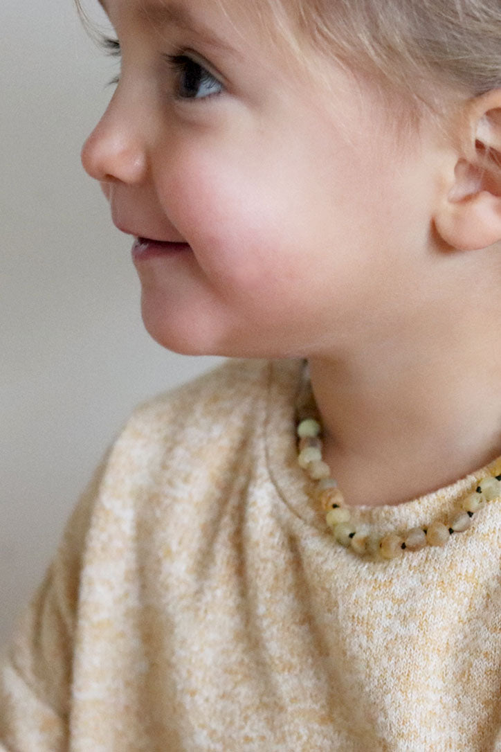 BABY AMBER NECKLACE *Sand*