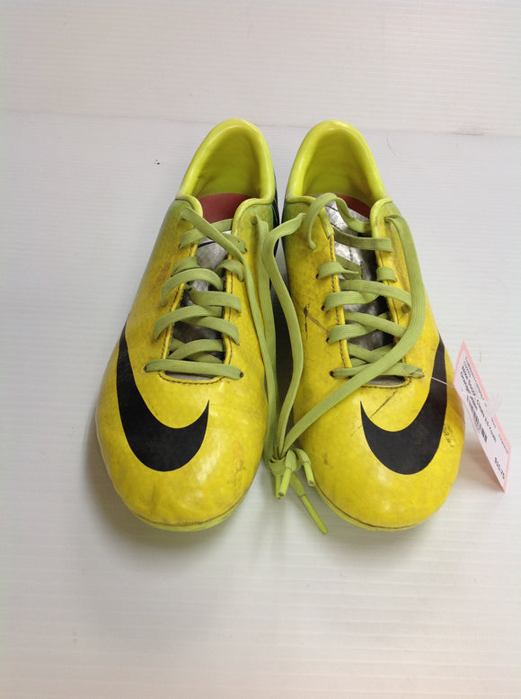 Nike Outdoor Soccer Cleats (9J36GD) -Used
