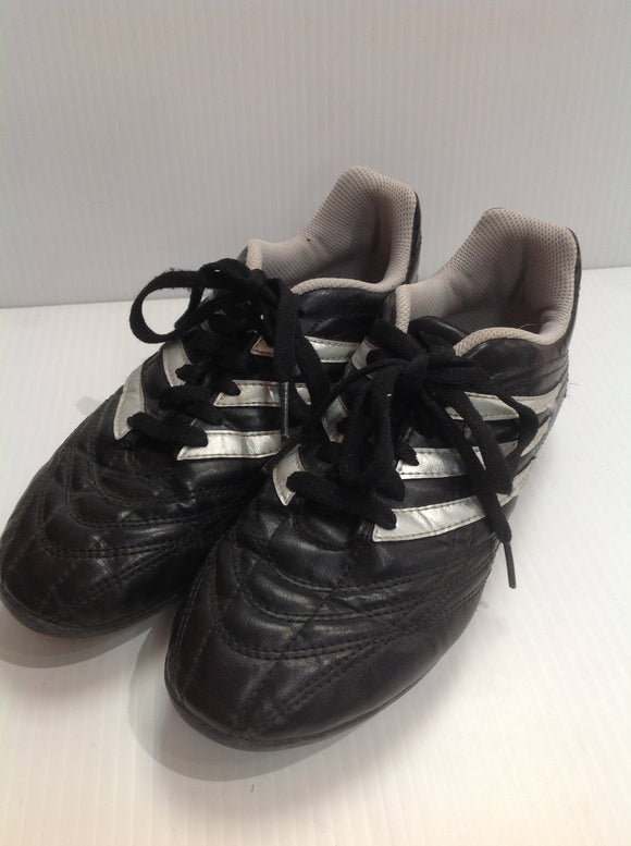 Adidas Youth Soccer Cleats - used (41P643)