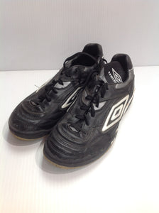Umbro Indoor Cleats - used (JGVH2U)