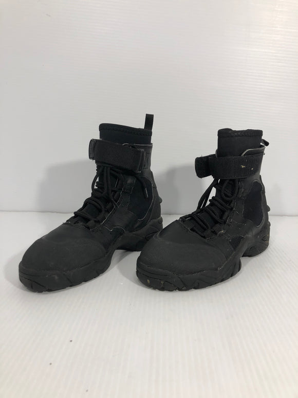 NRS Diving Booties - Men's 7 - Pre-owned (X23FL7)