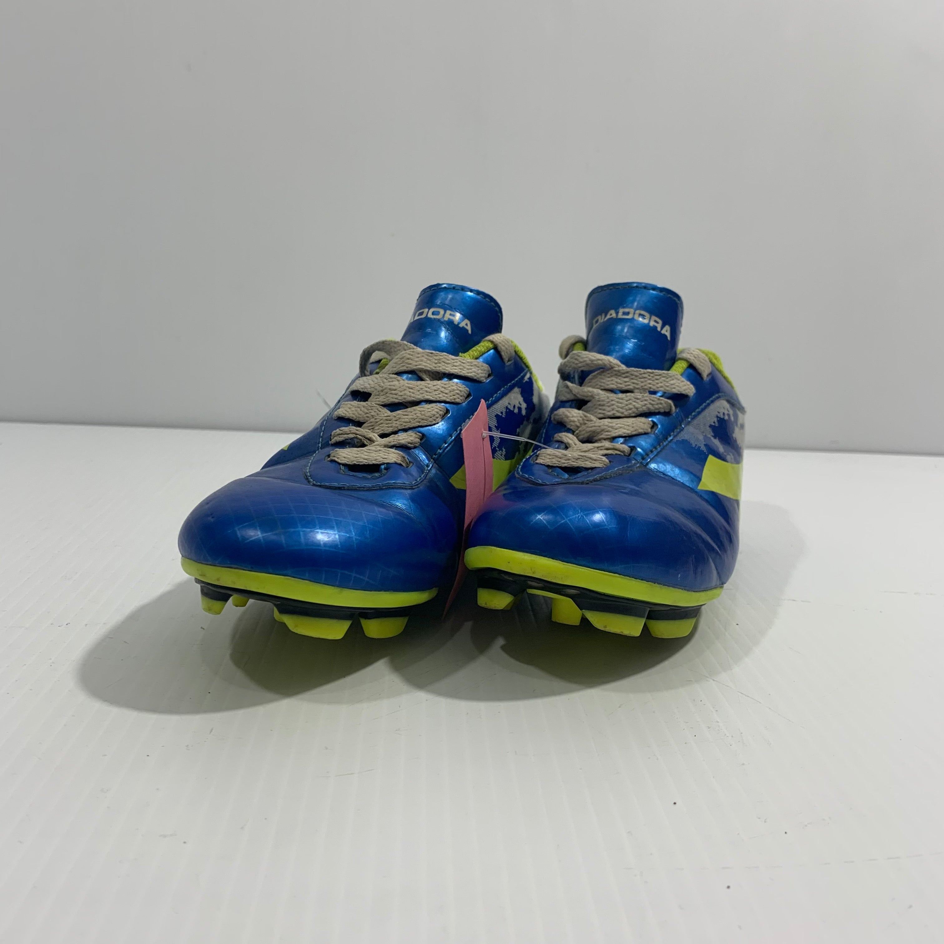 Diadora Soccer Cleats - Youth 2 - Pre-owned (X4BZ8W - B23)