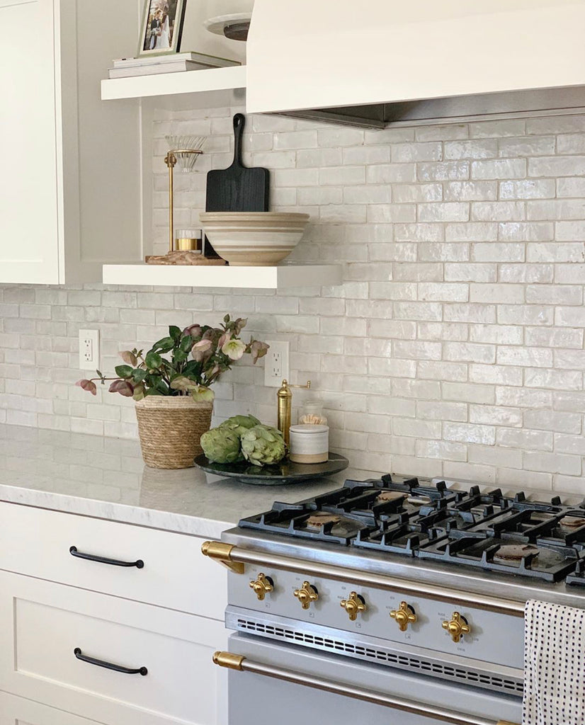 @diannkartchdesign white kitchen with open shelves