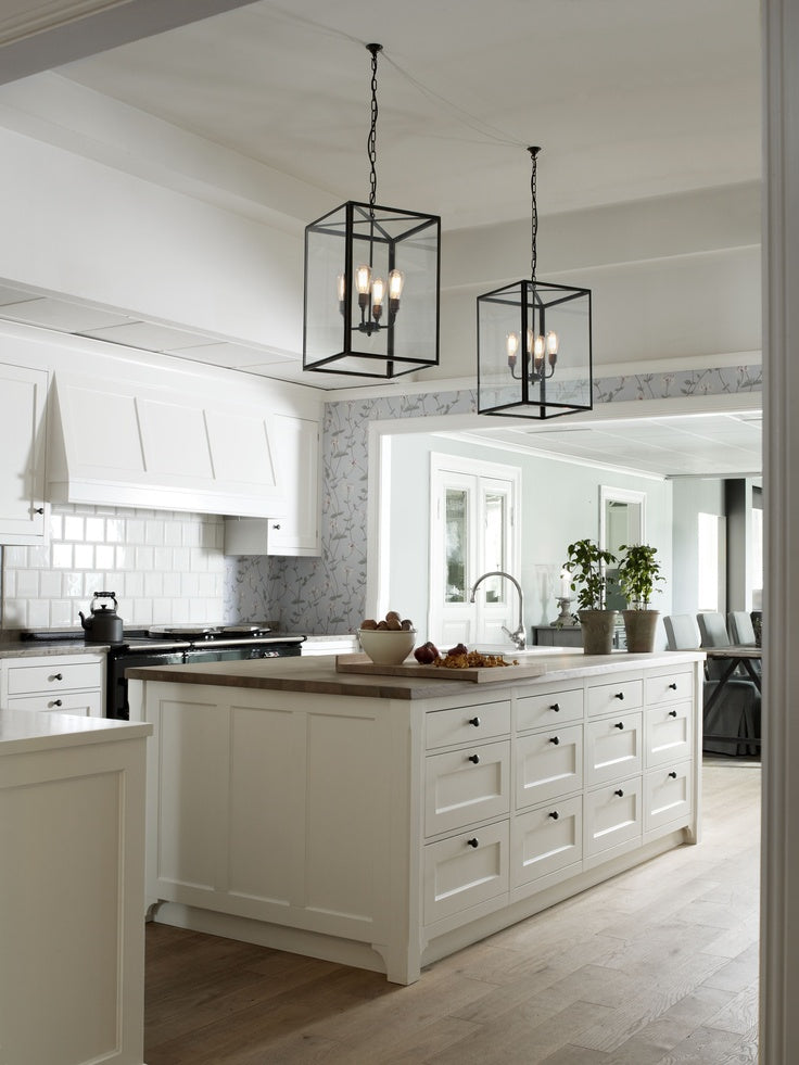 Cottage Style Kitchen With Large L Shaped Island