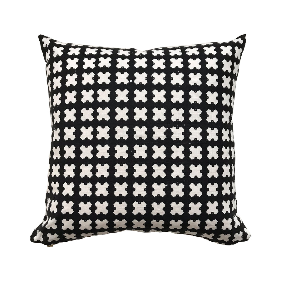 Felix pillow Black on Oyster