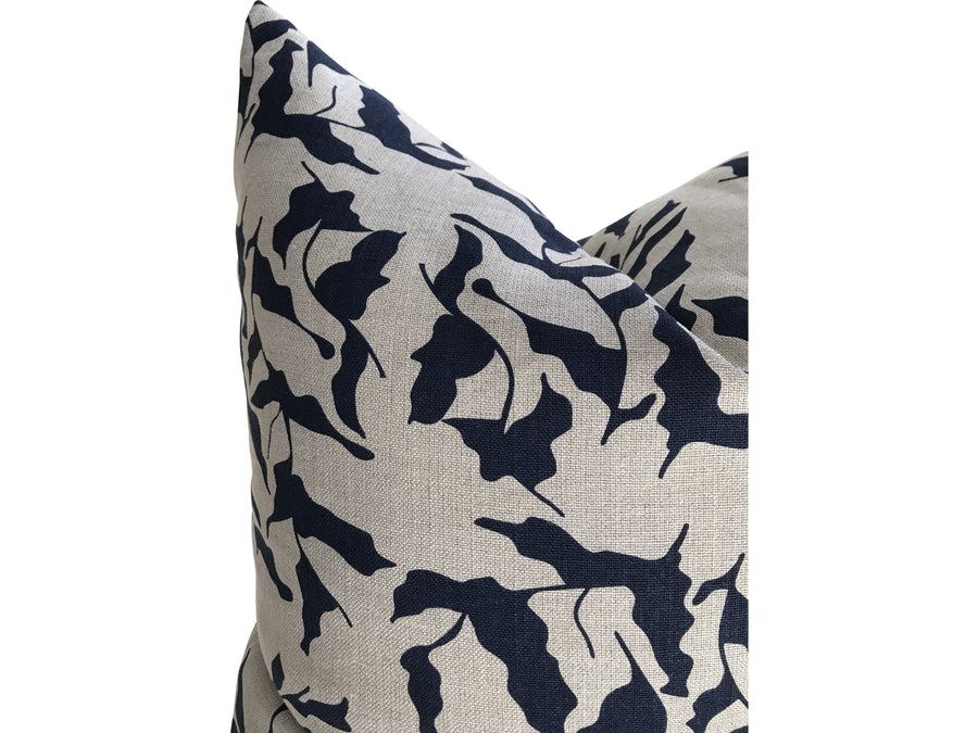 Mer pillow indigo on natural