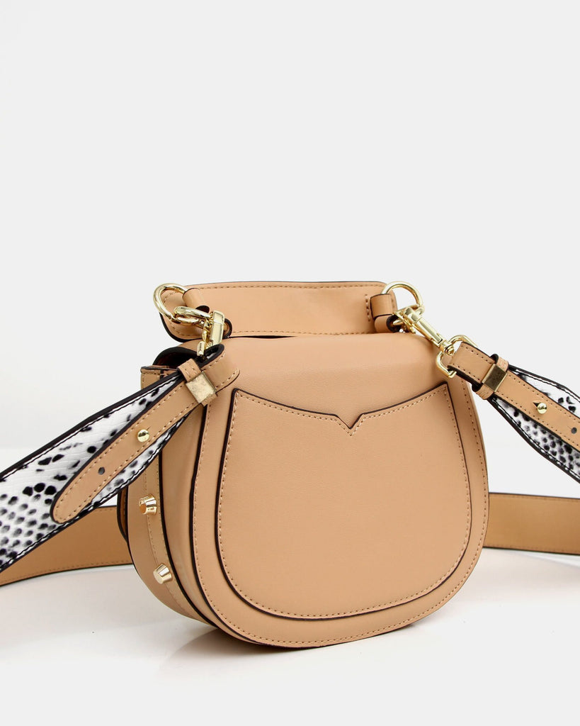 back-pocket-of-tan-leather-cross-body.jpg