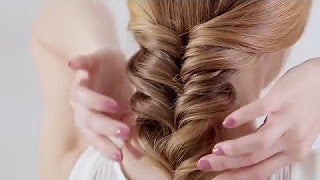 How to Create A Chic Low Fishtail Pony for Medium/Long Hair