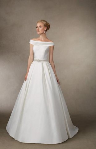 a8d92ec8f12 These classy wedding dresses never go out of style and are great for your  big day but they can be a bit tricky to pull off.