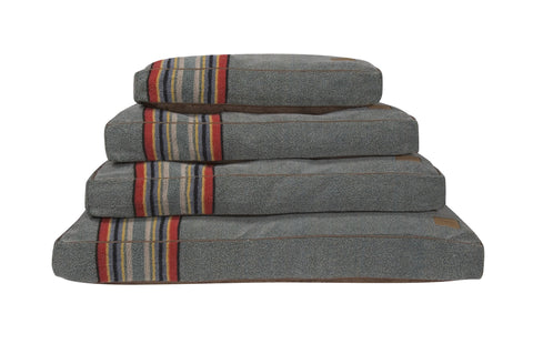 Pendleton Yakima Camp Pet Bed in Heather Green