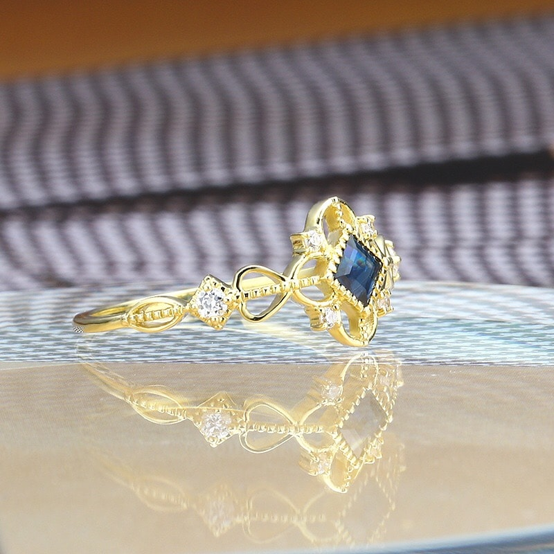9K Yellow Gold Ornate Natural Sapphire Ring 2