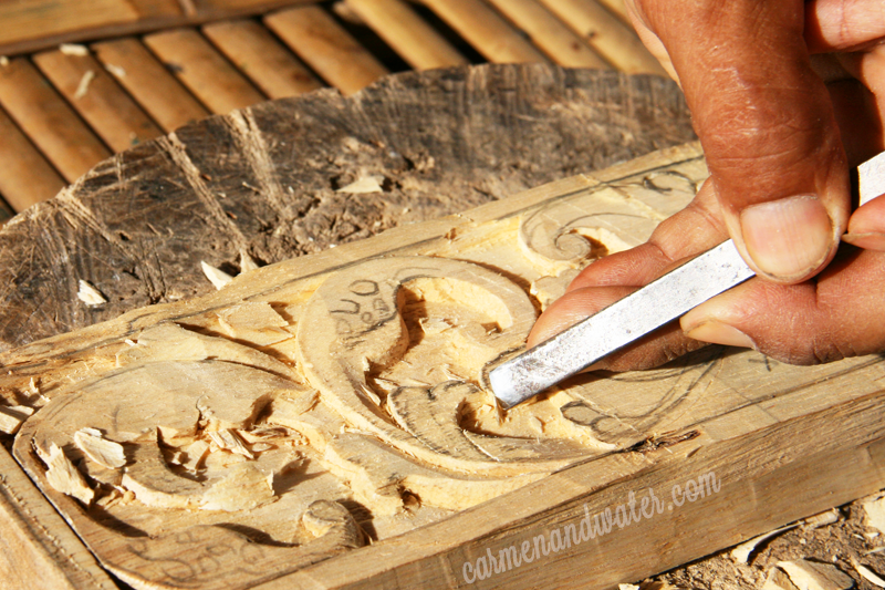 Elements of nature like sunflowers and ferns can often be seen in Balinese wood carving as well as Balinese cloth patterns, usually with varying interpretations.