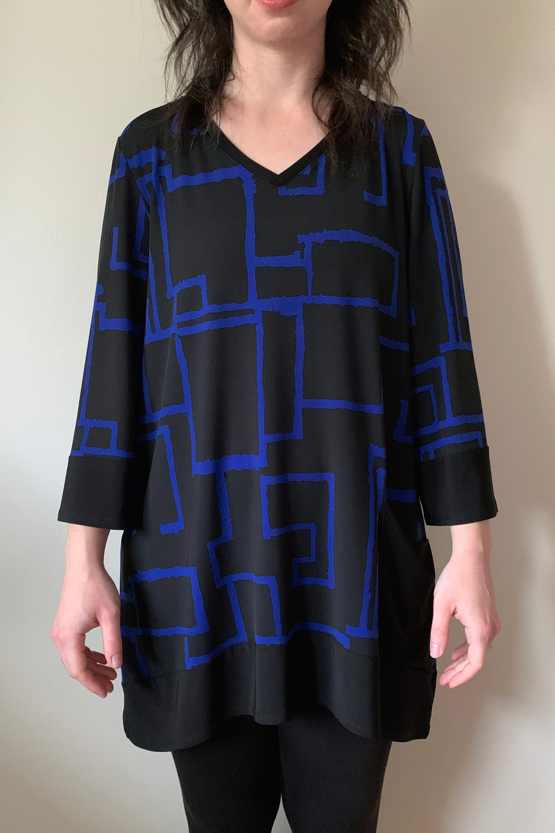 COMPLI K Black and Blue 3/4 Sleeve Knit V-Neck Tunic 31063 FW2020/2021 (front view)