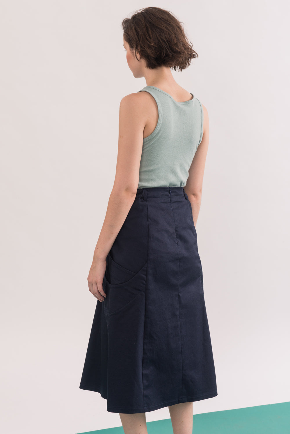 Abramovic Skirt by Jennifer Glasgow, Navy, A-line skirt, back view, midi length, origami pockets, organic cotton twill, eco fabric, OEKO-TEX certified Standard 100, sizes XS to XL, made in Montreal Canada