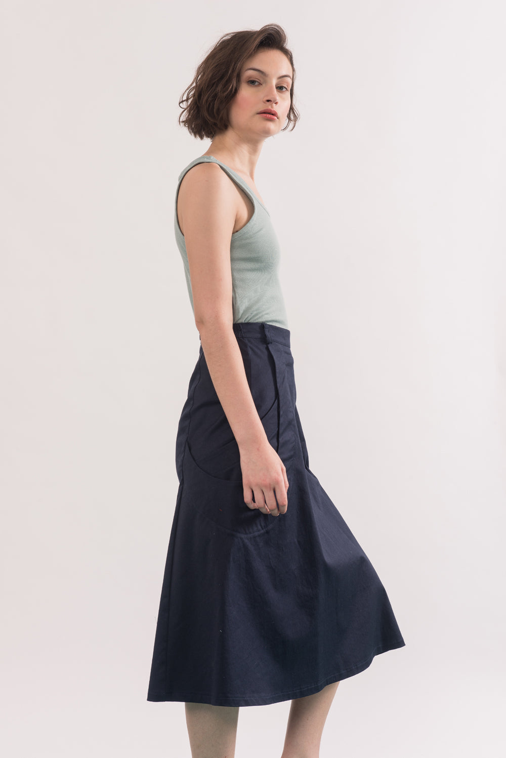 Abramovic Skirt by Jennifer Glasgow, Navy, side view, A-line skirt, midi length, origami pockets, organic cotton twill, eco fabric, OEKO-TEX certified Standard 100, sizes XS to XL, made in Montreal Canada