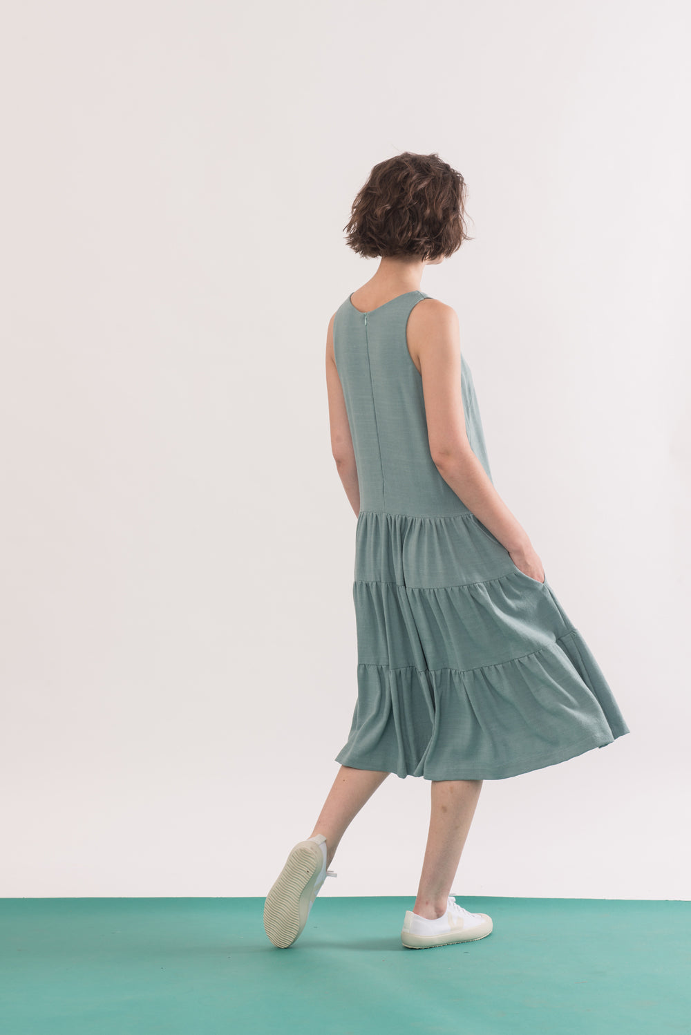 Chagall Dress by Jennifer Glasgow, back view, Seafoam, sleeveless, three-tiered, pockets, rayon and linen, sizes XS to XL, made in Montreal