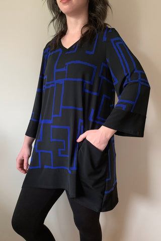 COMPLI K Black and Blue 3/4 Sleeve Knit V-Neck Tunic 31063 FW2020/2021 (side view)