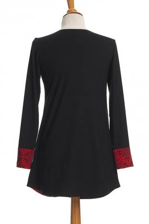 RIEN NE SE PERD Copernic Tunic in Red and Black Mandala FW2020/2021 (rear view, detail)