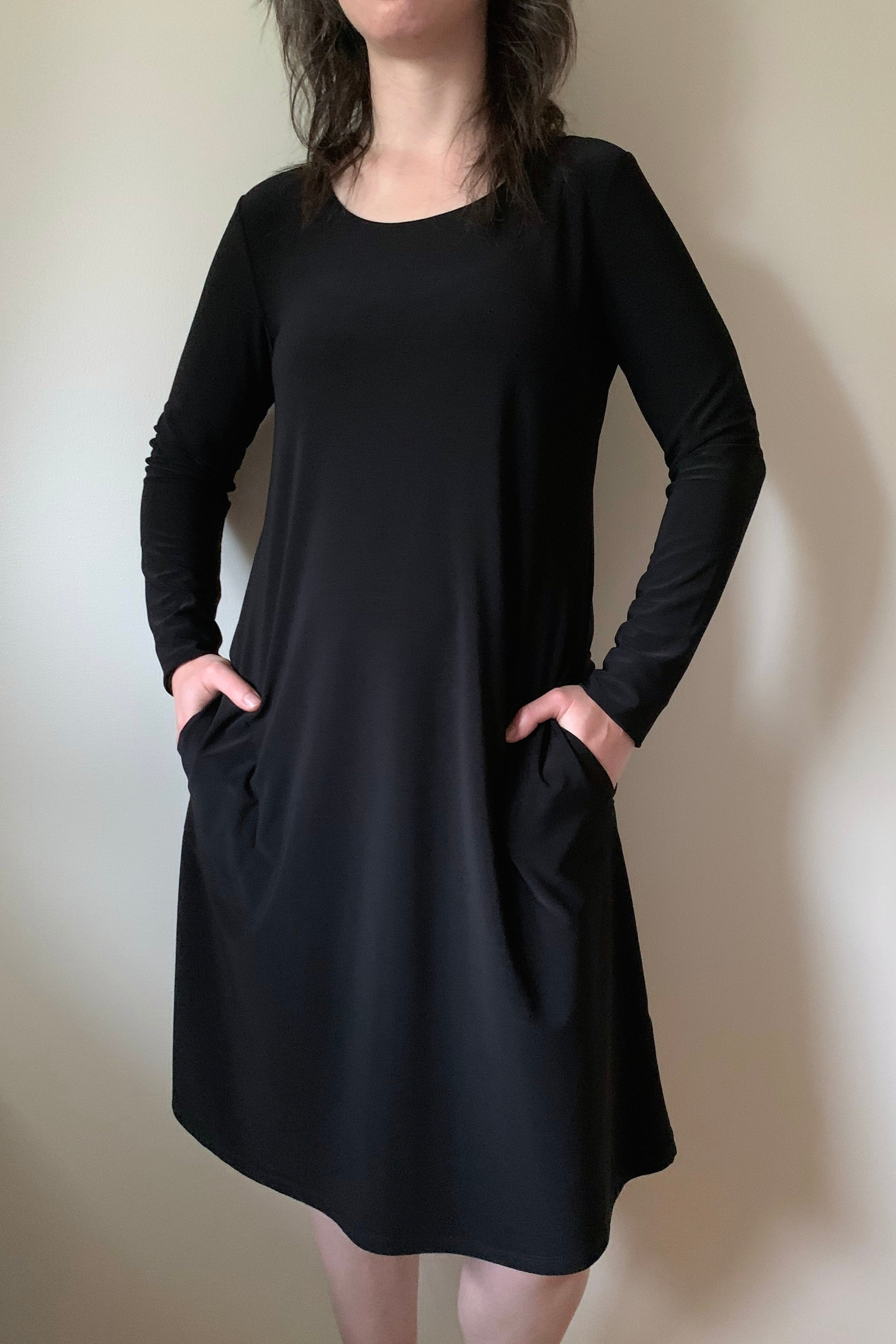 COMPLI K Black Knit Dress 30235Y FW2020/2021 (front view, pockets)