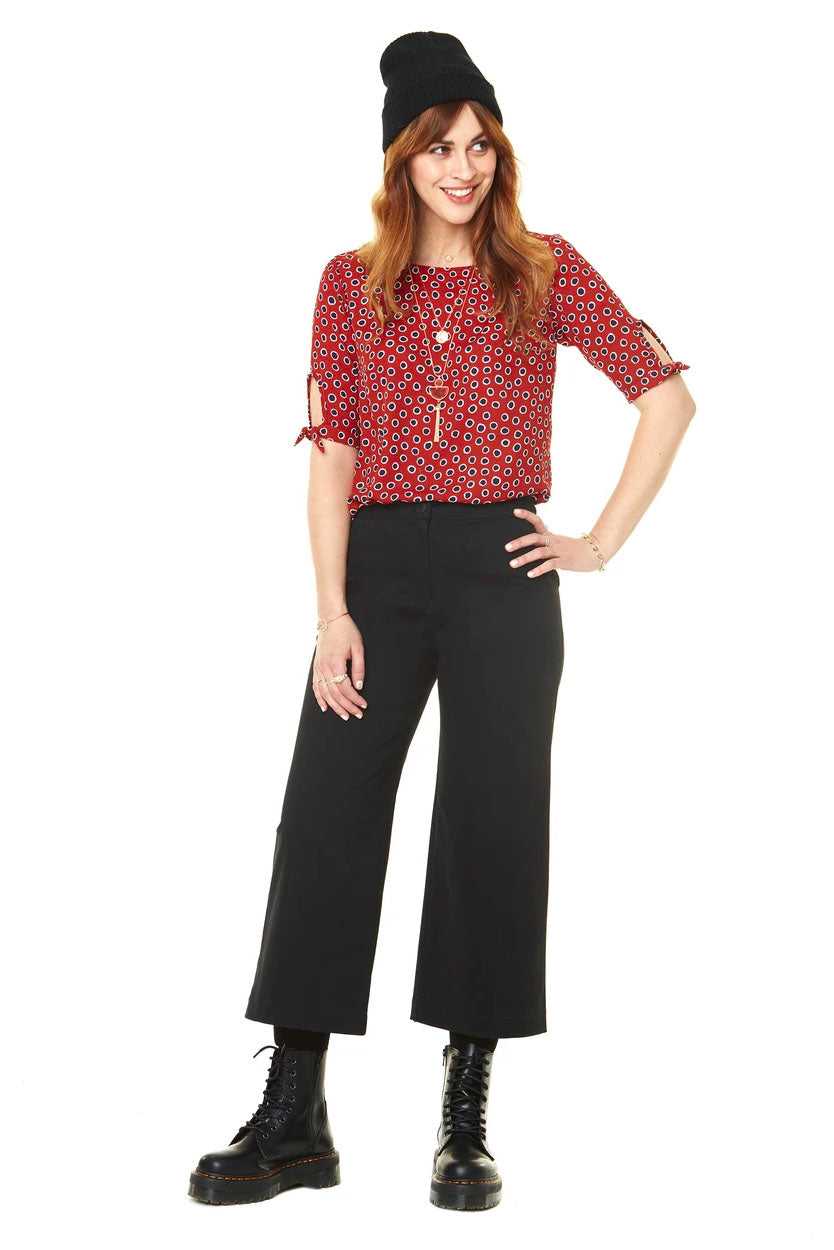 Gabrielle Cropped High Waisted Pants Annie 50 FW 20/21 Black Front View. Made in Montreal