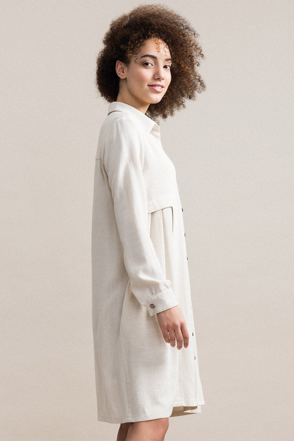 JENNIFER GLASGOW Inari Shirt Dress in Natural (side view, detail) FW2020/2021