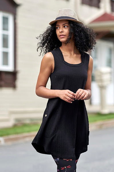 Magnifique Tunic by Rien ne se Perd, Black, knit tunic, sleeveless, square neckline, A-line shape, patch pocket, coconut button, sizes XS to XXL, made in Quebec