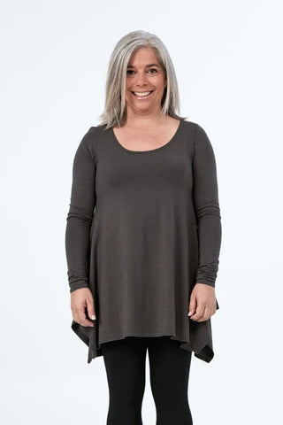 ADVIKA Breathe Top Long Sleeved in Smoke (front view) FW2020/2021