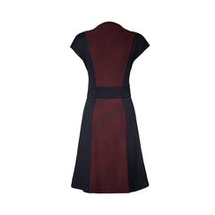 Winnie Dress by Melow par Melissa Bolduc, Aubergine, back view, crew neck, front zipper, short sleeves, diagonal stripe, black panels at sides and waist, sizes XS-XXL, made in Quebec