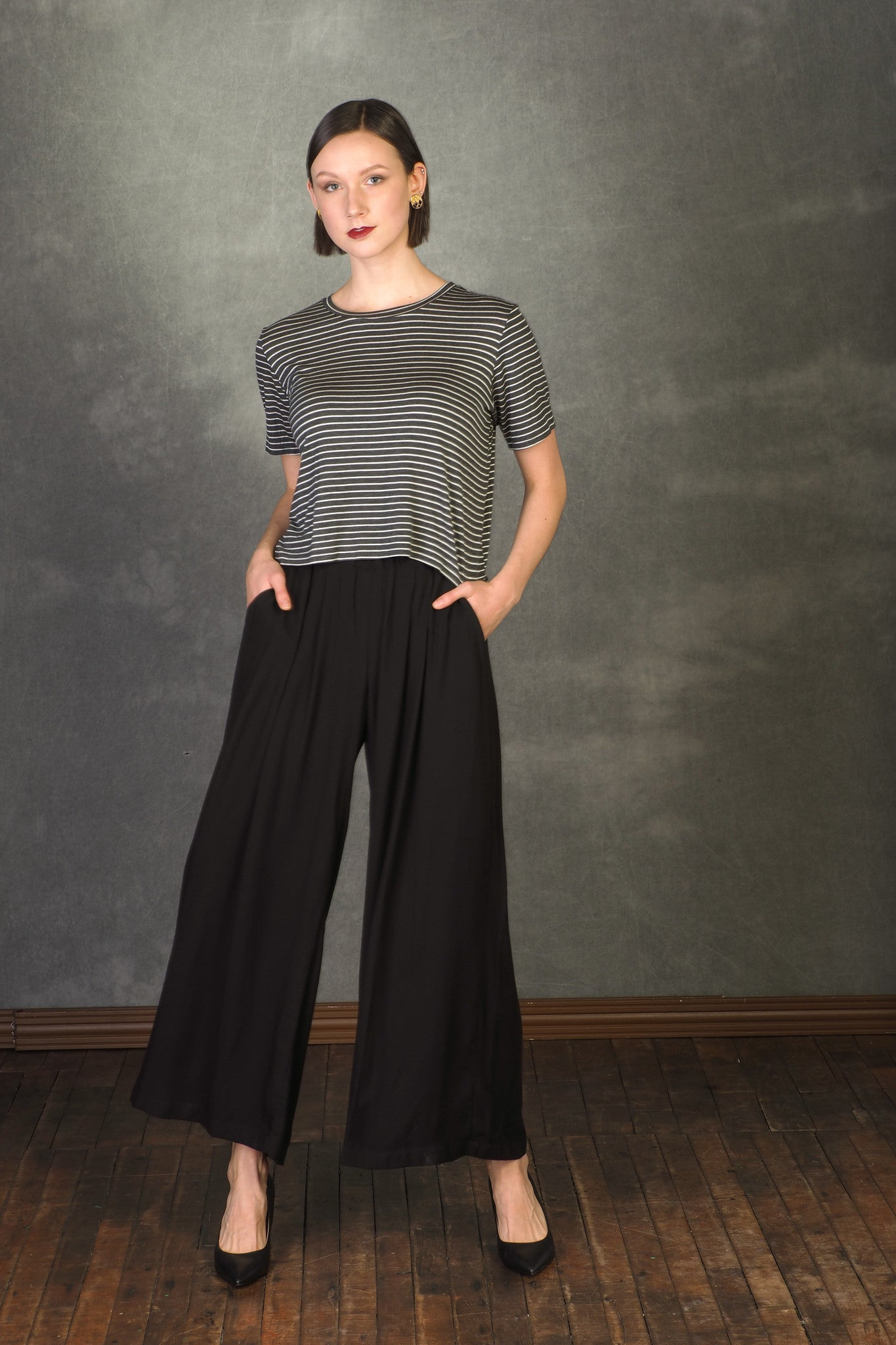 Ayla Top by MAS, Grey Stripe, T-shirt, boxy fit, half-length sleeve, cropped fit, size XS to XL, made in Montreal